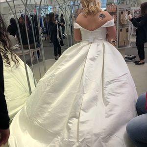 Never worn wedding dress.